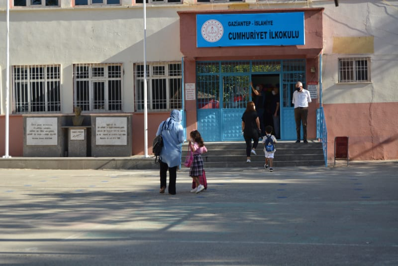 Schools in Turkey reopen with reduced schedule amid COVID-19