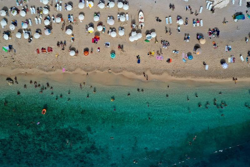 Ukrainian tourists flock to Turkey's Antalya despite pandemic