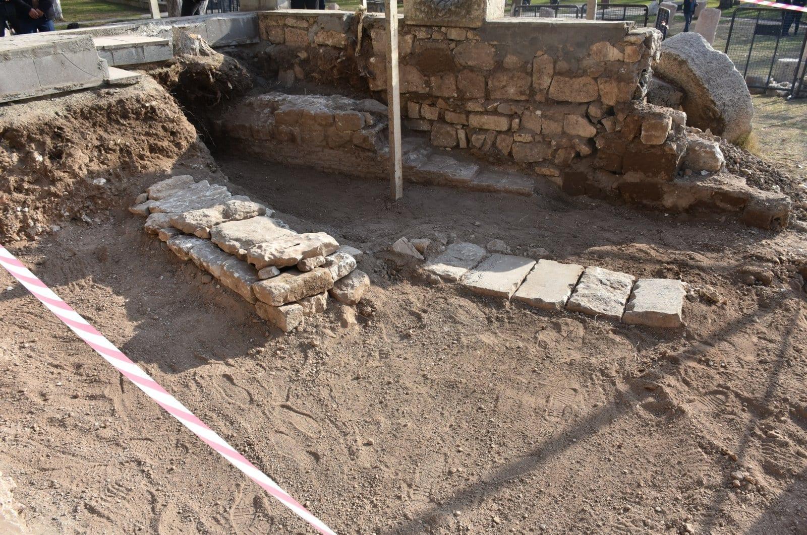 Graves of Anatolian Seljuk Sultan Kılıç Arslan I  and his daughter found in SE Turkey