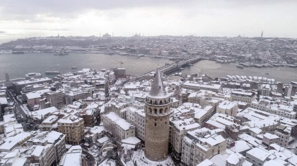 Istanbul gripped by sporadic snowfall