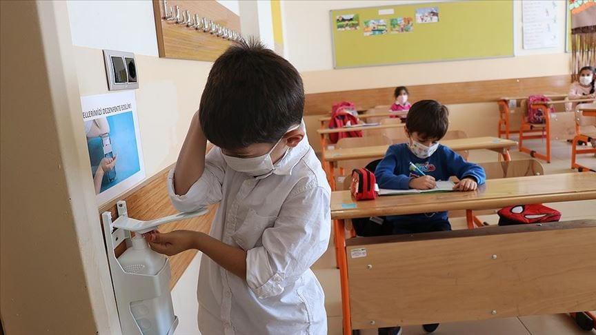 Турция планирует возобновить работу школ