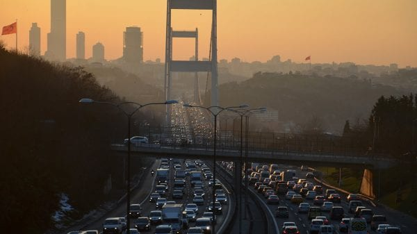 Istanbul traffic returns despite coronavirus pandemic