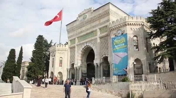 Более 165 000 человек подали заявки на самую популярную стипендию Турции