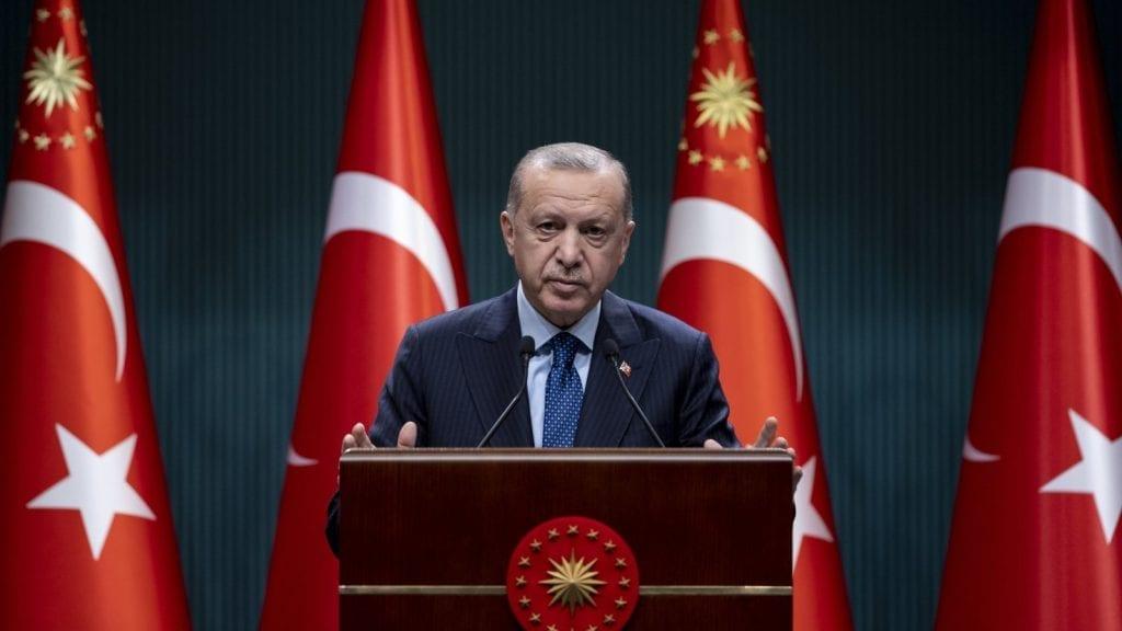 Турци ослабляет ограничения по COVID-19, открывает кафе и рестораны