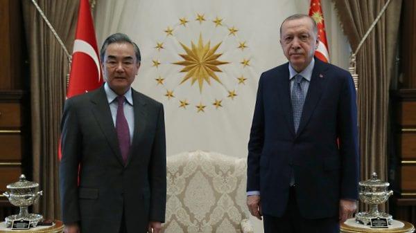 Глава МИД Китая Эрдоган обсудил двусторонние отношения во время визита в Анкару