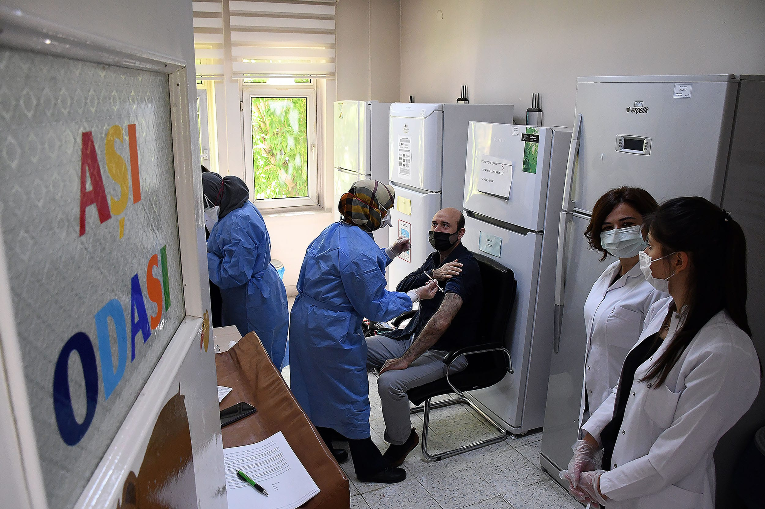 Turkey lowers COVID-19 vaccine eligibility age to 45